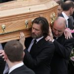 151011101028-carrey-funeral-exlarge-169